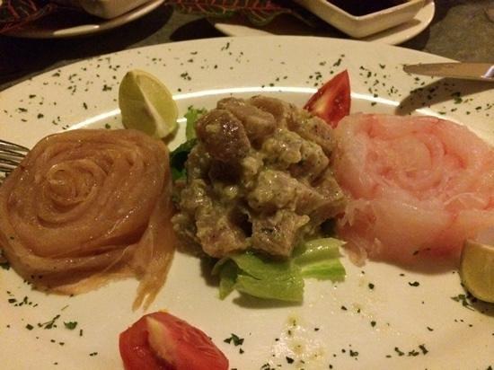 Les Dauphins Heureux Cafe Restaurant: tris di carpaccio