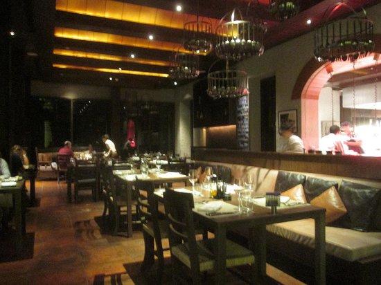 Favola at Le Meridien Chiang Rai Resort: とても暗いので、露出を調整して撮りました