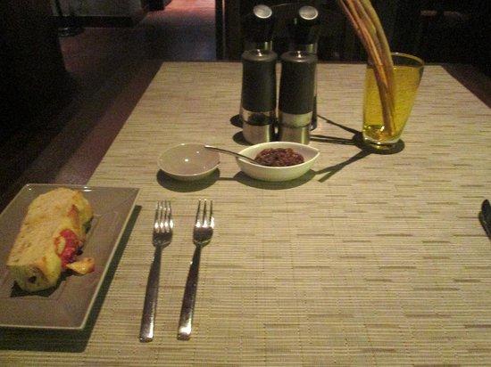 Favola at Le Meridien Chiang Rai Resort: フォカッチャストがウッツィキーノとして運ばれました