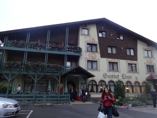 Die Linde - Hotel & Landgasthof: Центральный вход и фасад