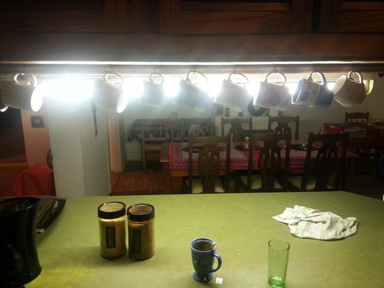Pumbas Backpackers: The Kitchen-area