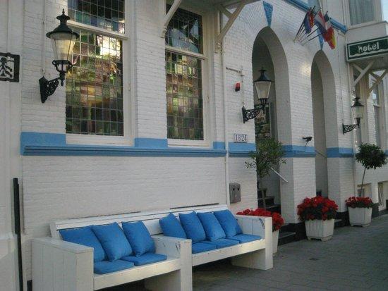 Hotel Mimosa: Hoteleingang