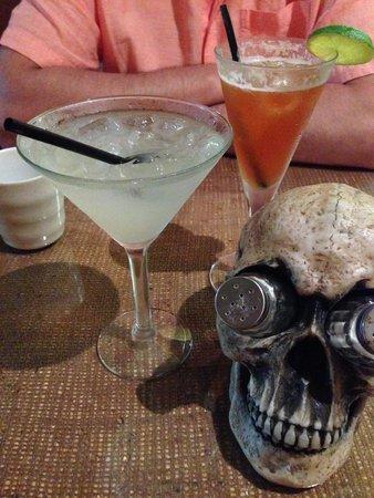 Voodooz Cajun Kitchen : cocktails took nearly 1hr