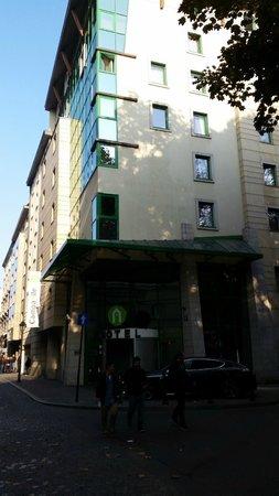 Campanile Krakow: Hotel widziany z zewnątrz...