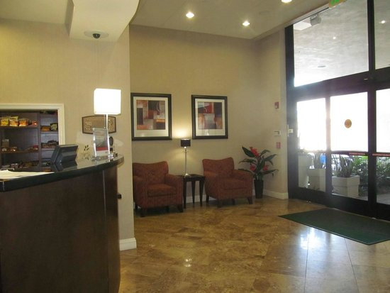 Holiday Inn Hotel & Suites Anaheim - Fullerton: lobby area