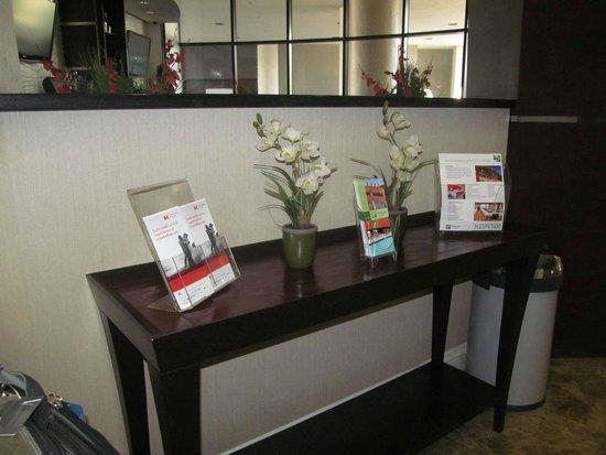 Holiday Inn Hotel & Suites Anaheim - Fullerton: lobby area