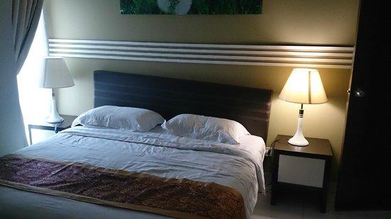 Bayu Marina Resort: master bedroom