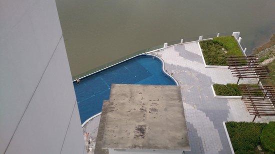 Bayu Marina Resort: pool view