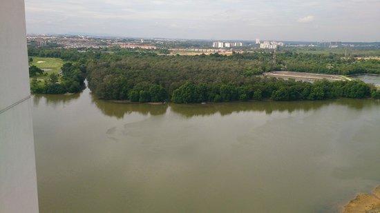 Bayu Marina Resort: overlooking tebrau river