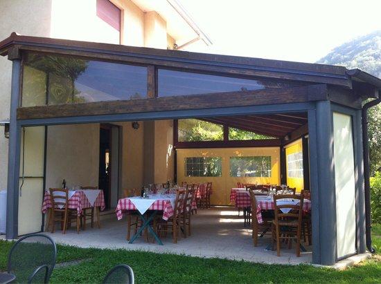 Veranda esterna con giardino picture of osteria casa for Casa con veranda