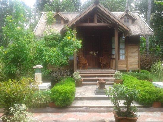 Akhil Beach Resort: garden vintage cottage