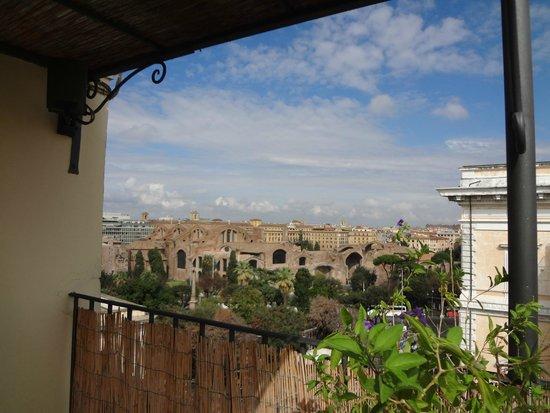 Hotel Nord Nuova Roma: Vista a las Termas de Diocleciano, desde la terraza