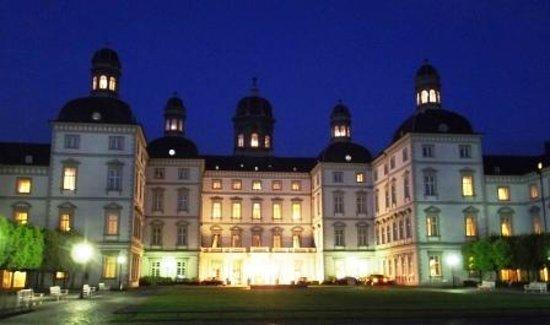 Althoff Grandhotel Schloss Bensberg: Schloss Bensberg bei Nacht