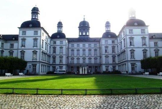 Althoff Grandhotel Schloss Bensberg: Schloss Bensberg bei Tag