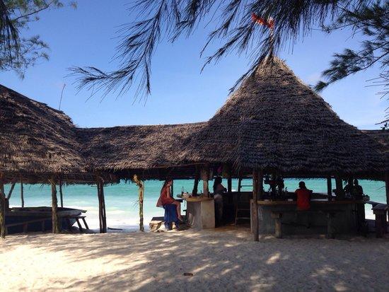 Jambos Bar and Restaurant: Super gemütlicher Spot zum Chillen und das türkisfarbene Meer entspannt zu geniessen.
