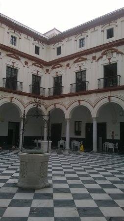 Hotel Convento Cadiz: Hotel's Patio