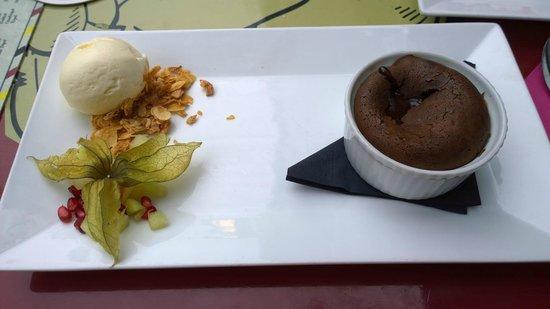 Rootz: Chocoalte Lava Cake with vanilla ice cream, the best!