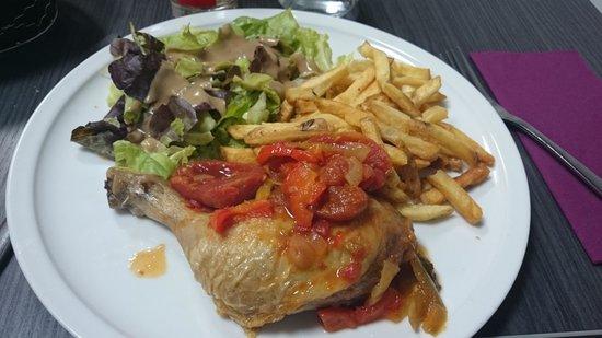L'escale : poulet basquaise frites salade. excellent