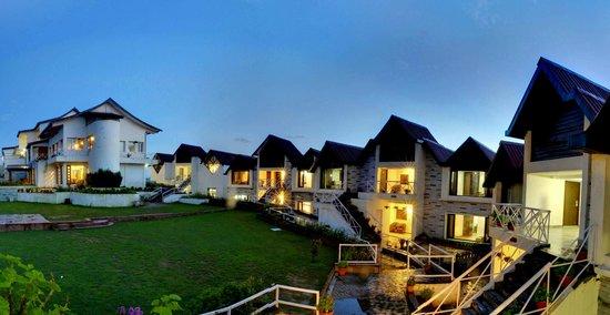 Koti Resort: Main lawn