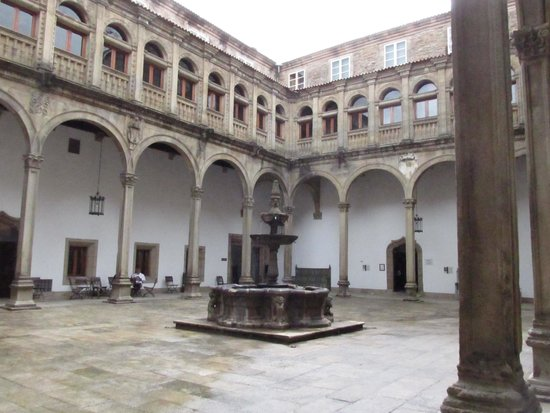 Courtyard in the Hostal de los Reyes Catolicos