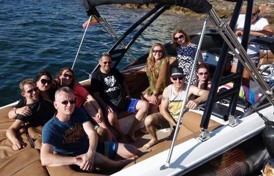 Mamboats Charters Ibiza: Group photo before the sunst cruise