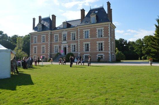 Chateau de Montbraye : L e château