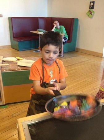Children's Museum of Phoenix: making salad