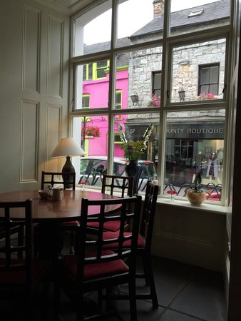 Town Hall Cafe: Lovely view