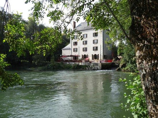 Le Moulin Fleuri: Mill pond