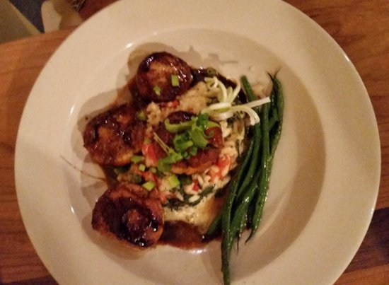 Tula's Restaurant and Bar : Scallops