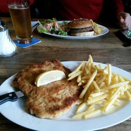 Photo of Restaurant Dillinger Chicago Bar'n Grill at Laimerplatz 2, Munich 80689, Germany