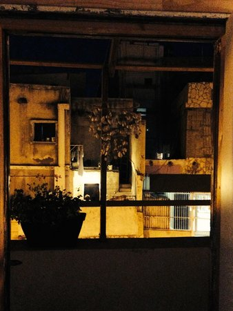 Juha's Guesthouse: balcony at night