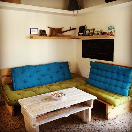 Juha's Guesthouse: living room