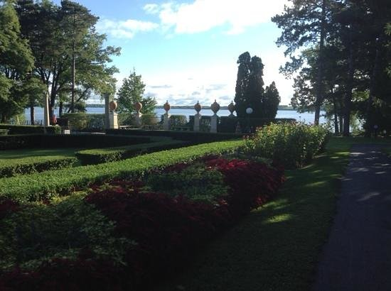 Geneva on the Lake : On the Grounds
