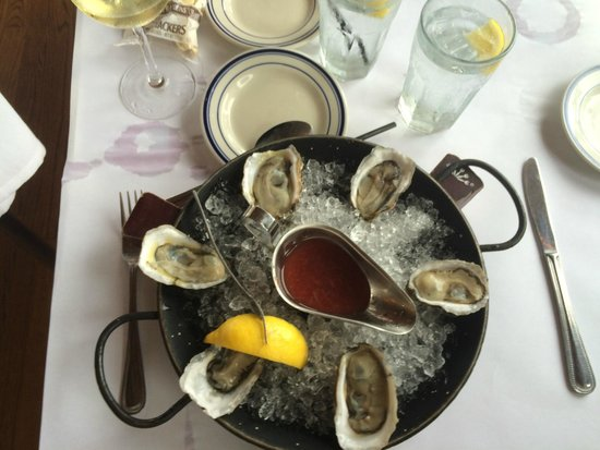 Bahrs Landing Seafood Restaurant: eat the local oysters, you'll be glad you did