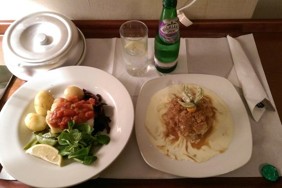 Alexandra Hotel: boiled vegetables could've been fresher, but otherwise tasty