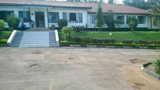 Makerere University Guest House: The guesthouse front veiw