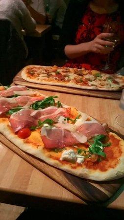 Zizzi - Windsor: Very tasty pizzas :)