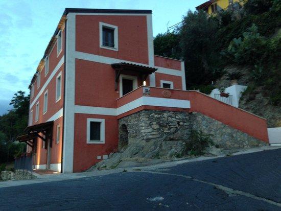 La Casa Rossa: Casa Rossa all'arrivo #2