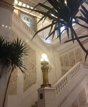 Monaco Baltimore, a Kimpton Hotel: Beautiful marble stairs