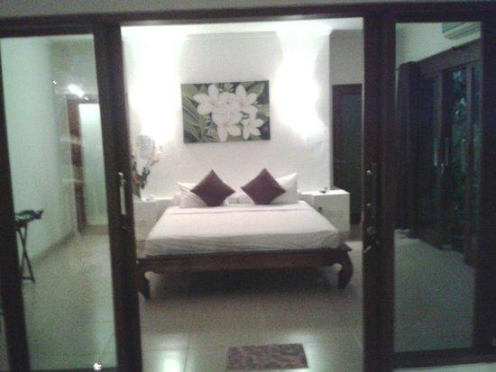Villa Bali Zen Kerobokan: La chambre spacieuse