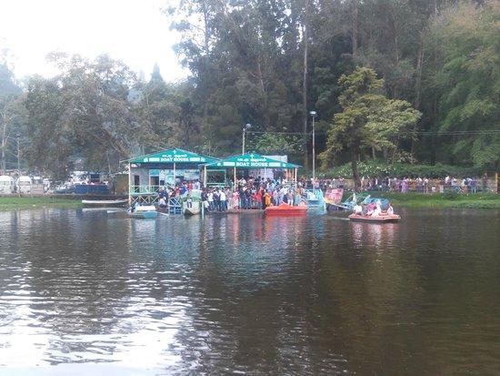 Kodaikanal Lake : The ever crowded boat house