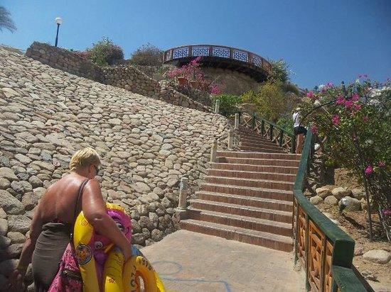 تروبيتل نعمة باي: steep steps from 3rd floor upto rest of resort
