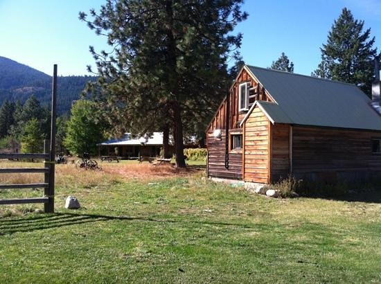 Mazama Ranch House: The cabin