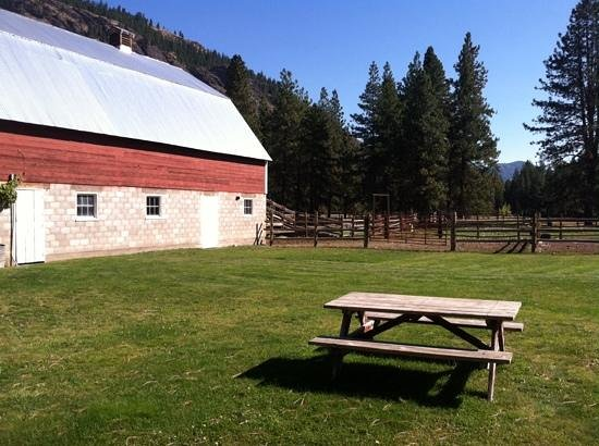 Mazama Ranch House: Barn by horse facilities