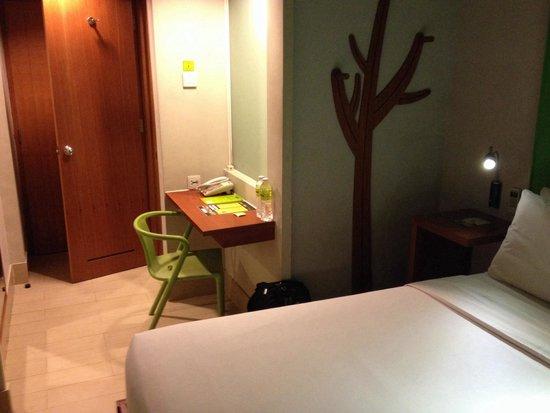 MaxOneHotels at Sabang : Small nice room 9 sept 2014