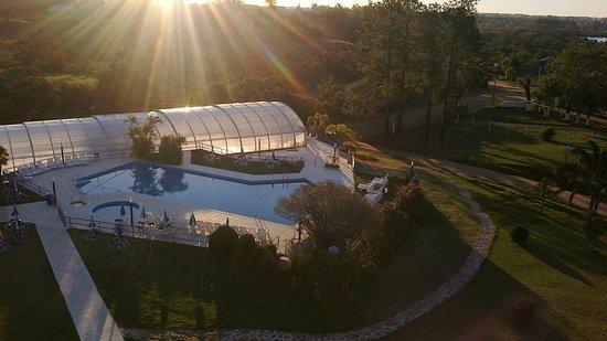 San Carlos Inn Hotel: Vista al sector de piscinas desde el edificio principal