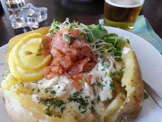 Bar Pod Ryba : Salmon tartar potato