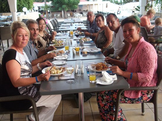 Louis Phaethon Beach : great evening meal