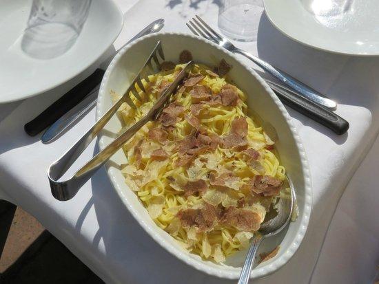 Montespertoli, อิตาลี: Tagliolini all'uovo con tartufo bianco